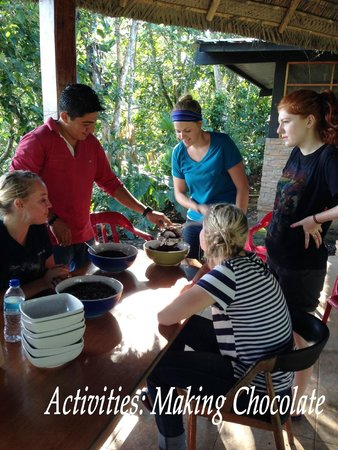 Yachana Lodge : Activities: Making Chocolate