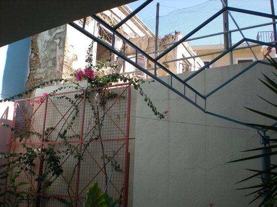 Kahlua Hotel & Apartments: Внутренний дворик