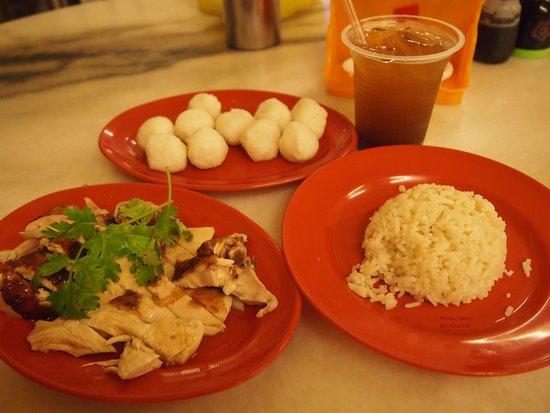 EeJiBan Chicken Rice Ball Halal: Tender chicken, fragrant rice