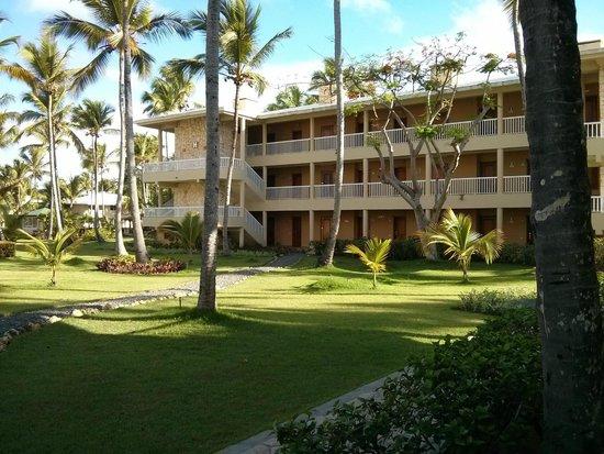 Sirenis Punta Cana Resort Casino & Aquagames : Un des bâtiments de l'hôtel