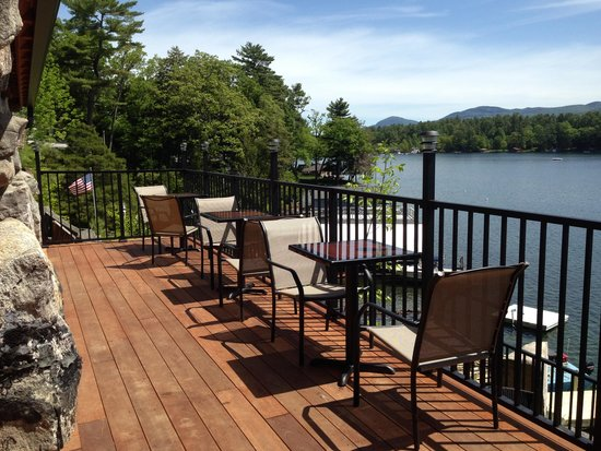 Tavern on the Lake: Dining on the Deck