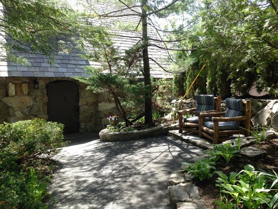 Tavern on the Lake: Tavern Entry