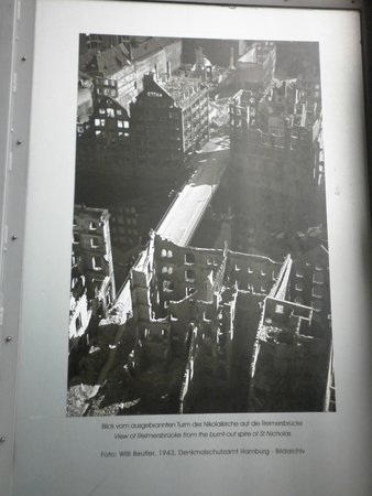 Mahnmal St. Nikolai: 1943 photograph of Hamburg after RAF bombing