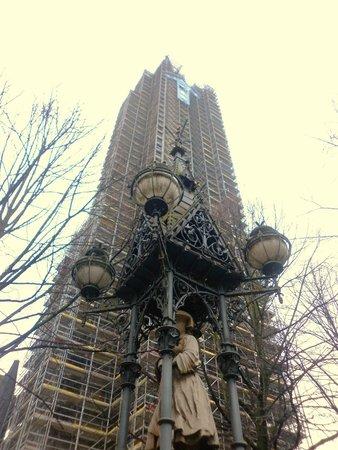 Mahnmal St. Nikolai: St Nikolai spire encased in scaffolding
