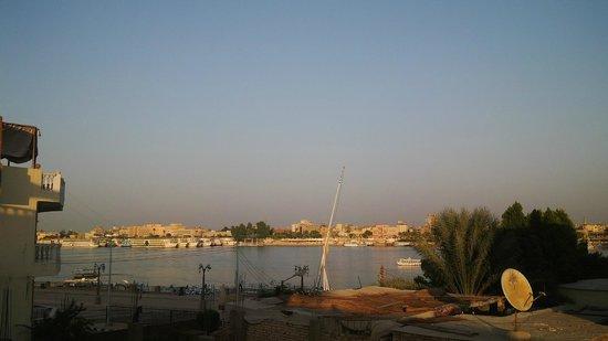 Vista al Nilo desde la Terraza Pyramids Luxor Hotel