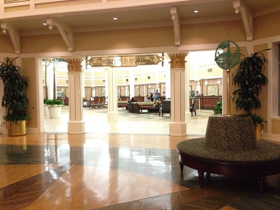 Disney's Port Orleans Resort - Riverside: Lobby and check in!