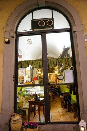 Cacio Vino Trallallà : restaurant front..don't miss it!