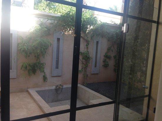 Palais Namaskar: Outside bath