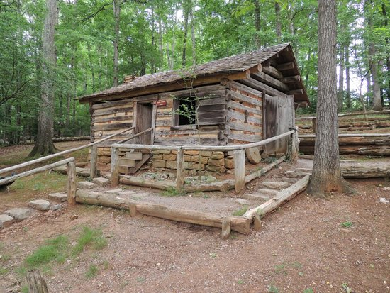 Museum Of Appalachia: Daniel Boone Cabin