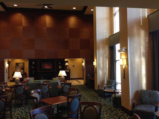 Hampton Inn & Suites Hartford-Manchester : The lobby