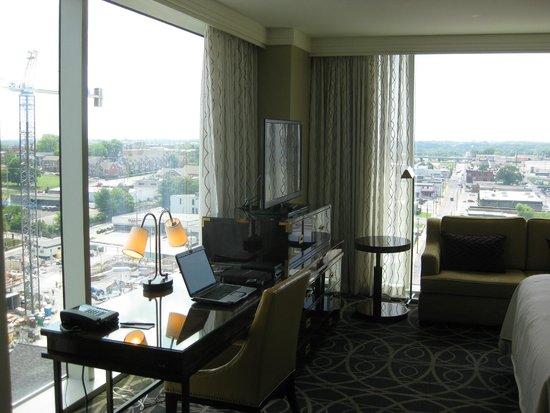 Omni Nashville Hotel: Floor to Ceiling windows