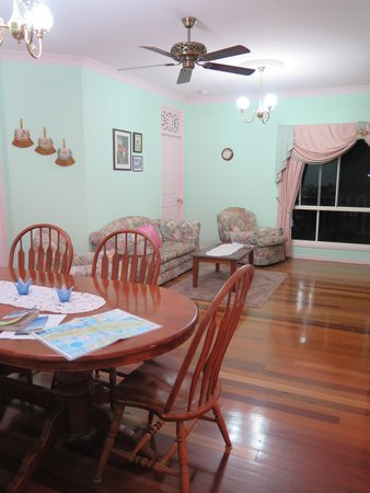 Chamomile Bed and Breakfast: The Dining Room