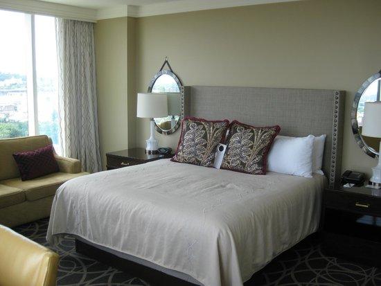 Omni Nashville Hotel: King Bed