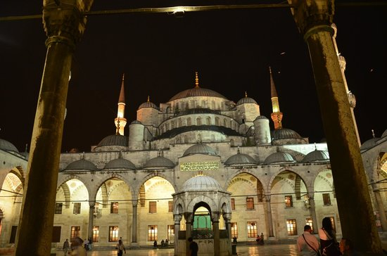 Mosquée Bleue (Sultan Ahmet Camii) : Night view outside