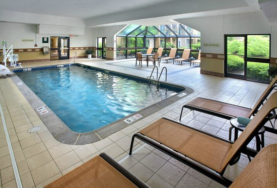 Courtyard by Marriott Lincroft Red Bank: Indoor Pool