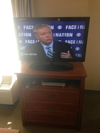 Homewood Suites by Hilton Albuquerque - Journal Center : This is where the cable box is you have to pull the cable box out if you want tow atch the TV in