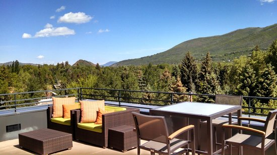 Limelight Hotel Aspen: View from patio outside room