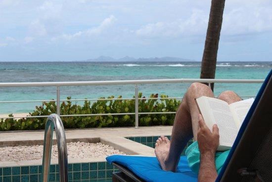 Coral Beach Club Villas & Marina: Dawn Beach from our patio