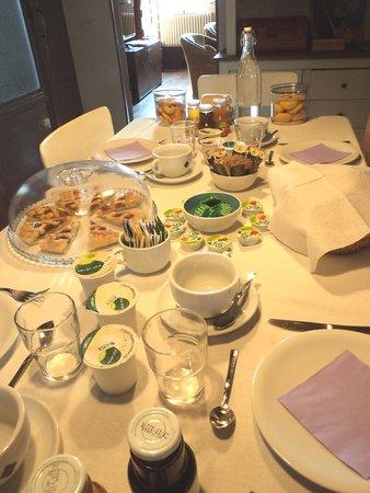 Il Giardino di Giulia : The beautiful breakfast table