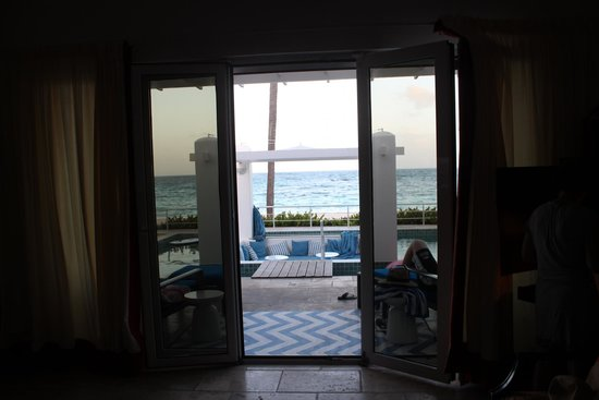Coral Beach Club Villas & Marina : View through our patio