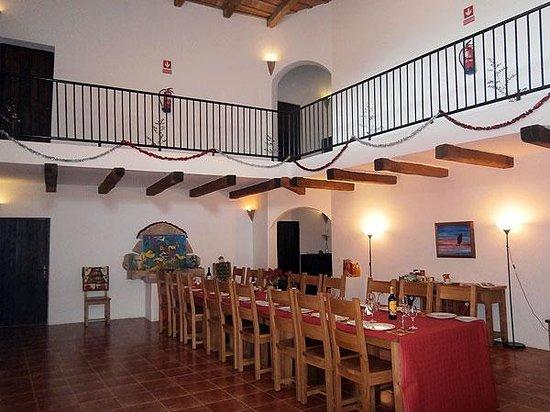 Mas Pelegri: Dining room ready for Christmas Party