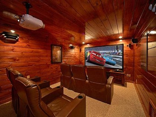 Elk Springs Resort: Theater Rooms
