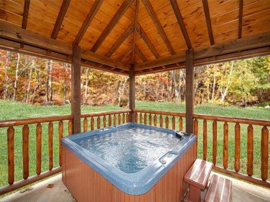 Elk Springs Resort: Gazebo hot tubs