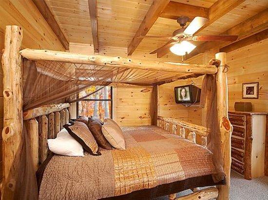 Elk Springs Resort: Romantic Bedrooms