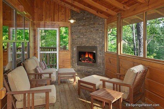 Elk Springs Resort: Screened in Porches