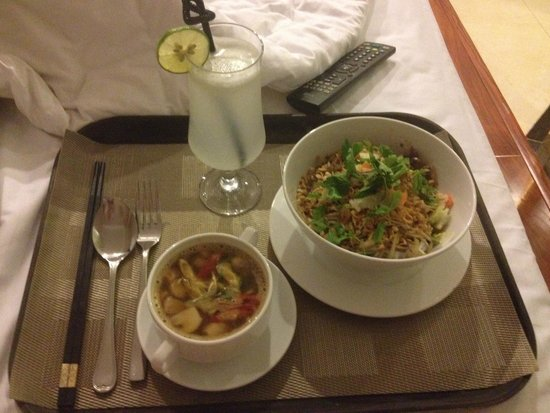 Hanoi Tirant Hotel: Delicious room service meal