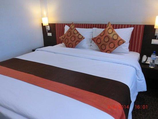 Bossotel Bangkok: bed