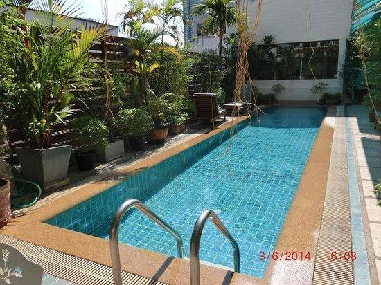 Bossotel Bangkok: swimmingpool