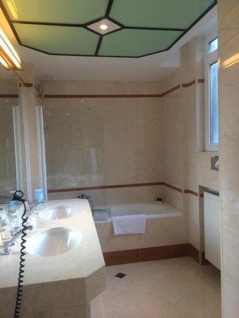 Hotel Metropole : Bathroom