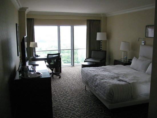 Le Meridien Arlington: Floor to ceiling window