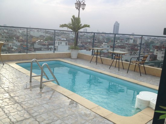Hanoi Tirant Hotel: Small pool on roof