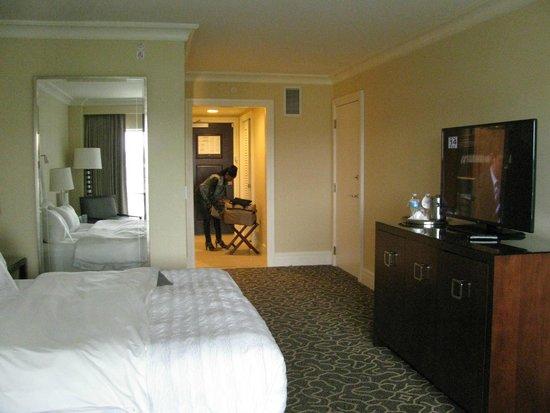 Le Meridien Arlington: Nice spacious entry