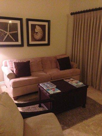Villa del Mar : Comfortable couch in studio suite living area