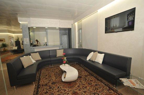 Hotel Astoria: SALA TV