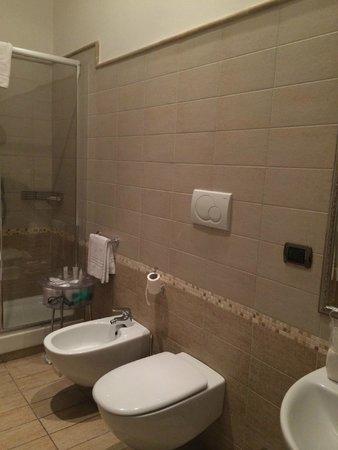 I Tre Moschettieri Luxury Guest House : El baño esta perfecto