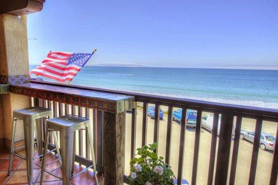 Inn at Avila Beach: The private wet bar in our Malibu Retreat Suite