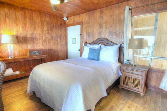 Inn at Avila Beach: Sleep like a King in our Malibu Retreat Suite