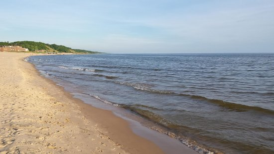 Pere Marquette Park: Looking south down the beach . . .