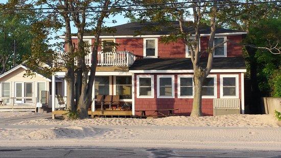 Pere Marquette Park: Sand dune/beach house!