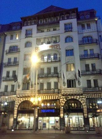 Novotel Budapest Centrum: Fachada principal del hotel
