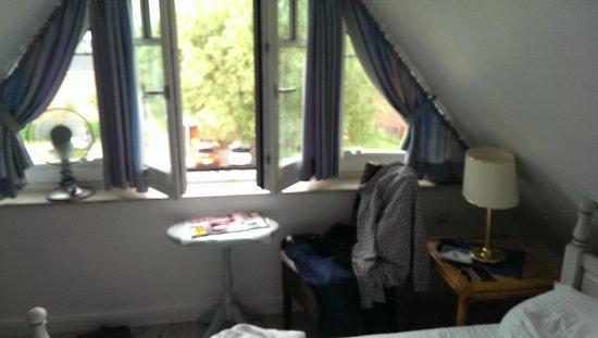 Suedwind Hotel-Garni: Zimmer zur Strassenseite