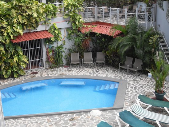 Villa Manuel Antonio: Cool inviting pool