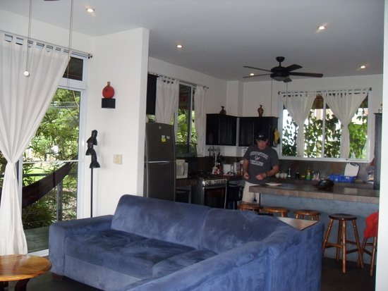 Villa Manuel Antonio: Plenty of room of spread out & entertain