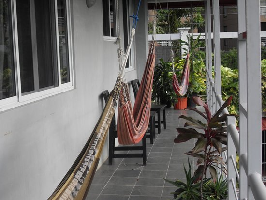 Villa Manuel Antonio: Hammocks for relaxing & catching a breeze