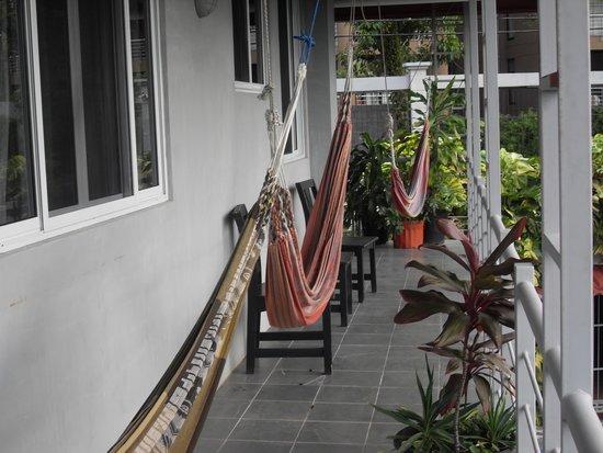 Villa Manuel Antonio : Hammocks for relaxing & catching a breeze