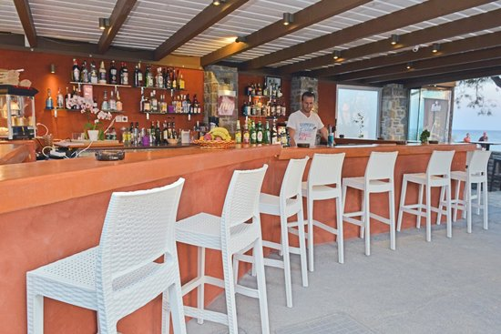 Liana Hotel : our new bar